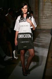 Katy Perry looked edgy in a Moschino printed T-shirt dress during the brand's menswear show.