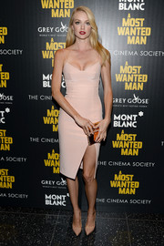 Lindsay Ellingson turned up the heat at the premiere of 'A Most Wanted Man' in this low-cut, figure-hugging nude frock with spaghetti straps and a daring slit.