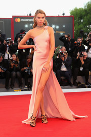 Stella Maxwell was a classic beauty in a pink silk one-shoulder gown by Twinset at the Venice Film Festival premiere of 'Mother!'