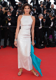Ines de la Fressange chose flat silver sandals with bead accents to pair with her gown.