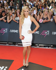 Laura Vandervoort stuck to simple white at the MuchMusic Video Awards.