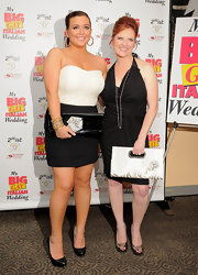 Caroline Manzo completed her fashionable ensemble with a pair of gold peep-toes.