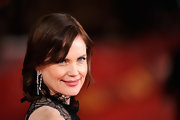 Elizabeth McGovern's dangling diamond earrings at the premiere of 'My Week with Marilyn' added a heavy dose of glamour to her look.