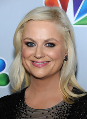 Amy Poehler wore her signature platinum tresses with a bit of wave at Betty White's 90th Birthday.