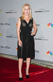 Angela Kinsey chose a classic LBD for her red carpet look at 'The Office' series finale.