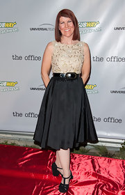 Kate Flannery opted for a sleek A-line dress with a full skirt and gold bodice for her red carpet look.