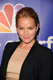 Actress Becki Newton showed off her classic bun while hitting the NBC Universal Presentation. She topped her look off with dangling earrings.