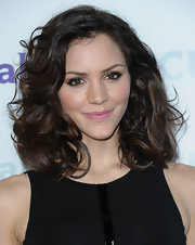 At the NBC Universal 2012 Winter TCA Press Tour, Katharine McPhee wore her raven tresses in voluminous curls.