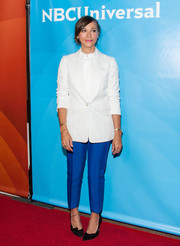 For a splash of color, Rashida Jones wore a pair of tapered, cropped cobalt slacks with her white blazer.