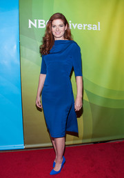 Debra Messing was all about understated sophistication in this cobalt shift dress by Hellessy during NBCUniversal's Summer TCA Tour.