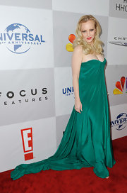 Wendi McLendon-Covey wore a silk emerald evening dress with a Grecian design for the Golden Globes after-party.