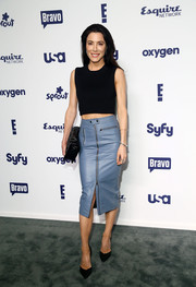 Jaime Murray's ash-blue leather skirt and black crop-top were a very hip combination.