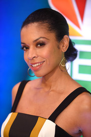 Susan Kelechi Watson styled her hair into a classic chignon for the NBCUniversal Press Junket.