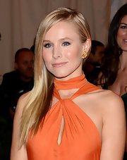 Kristen Bell wore her long smooth tresses in a sleek side-swept style for the Met Gala.
