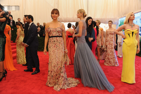 More Pics of Rashida Jones Off-the-Shoulder Dress (2 of 16) - Rashida Jones Lookbook - StyleBistro