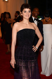 Marion Cotillard arrived at the Met Gala wearing an elegant 18-carat white gold watch featuring over 300 white diamonds.