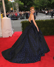Leslie Bibb looked like a dark princess in this rich brocade ball gown at the Met Gala.