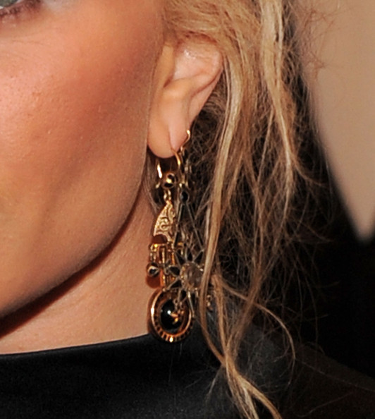 More Pics of Mary-Kate Olsen Neutral Eyeshadow (1 of 16) - Mary-Kate Olsen Lookbook - StyleBistro