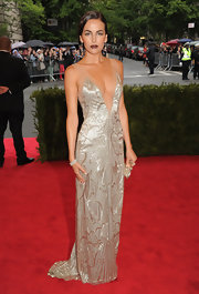 Camilla Belle can do Art Deco glamour like no other! Check out this deep-plunging silver gown from the Met Gala.