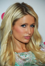 Paris Hilton paired her long blond curls with tiered diamond earrings.