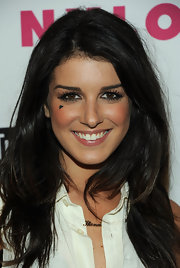 Shenae Grimes wore a temporary tattoo on her cheek to show support for the victims of Japan as part of her Spread the Heart Movement foundation.