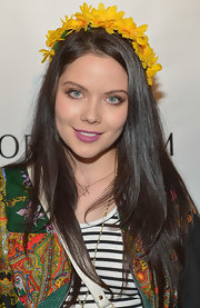Grace Phipps looked ever the flower child with this daisy floral crown.