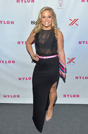 Shawn Johnson complemented her black outfit with a pair of nude platform pumps.