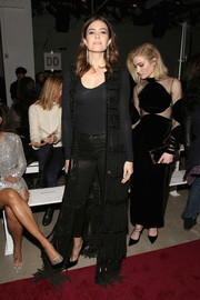 Mandy Moore looked subtly sexy in a fitted black scoopneck sweater at the Naeem Khan fashion show.