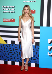 Lily Donaldson kept the minimalist-chic vibe going with a pair of black slim-strap sandals.