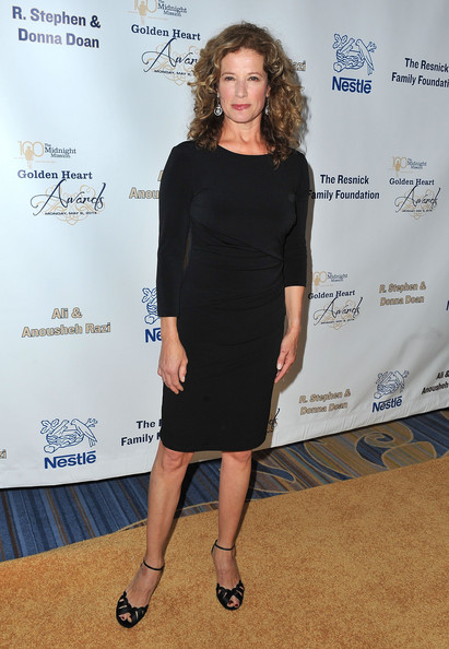 Nancy Travis Clothes