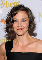 Looking as beautiful as ever, Maggie Gyllenhaal showed off her short curls while hitting the 'Nanny McPhee' premiere.