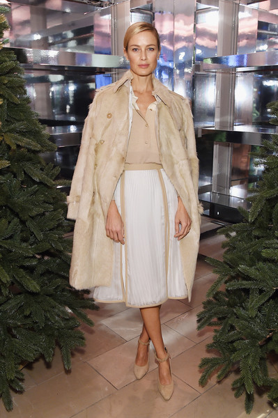 More Pics of Carolyn Murphy Knee Length Skirt (2 of 3) - Dresses & Skirts Lookbook - StyleBistro [close your eyes,fashion,clothing,fashion model,haute couture,fashion show,lady,outerwear,beige,footwear,fashion design,naomi campbell,matt smith,carolyn murphy,new york,think of christmas]