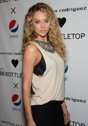 Hannah Davis made a statement with this oversize silver necklace.