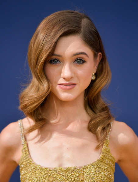 Natalia Dyer Retro Hairstyle [hair,face,hairstyle,blond,beauty,chin,eyebrow,layered hair,brown hair,hair coloring,arrivals,natalia dyer,emmy awards,70th emmy awards,microsoft theater,los angeles,california]
