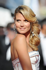 Heidi Klum was simply a vision at the premiere of 'Nebraska' where she styled her hair into gorgeous cascading waves and a deep side part.