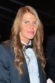Anna dello Russo topped off her look with ultra-feminine waves when she attended the Neil Barrett fashion show.