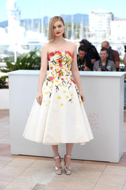 Bella Heathcote paired her lovely dress with silver platform sandals by Giuseppe Zanotti.