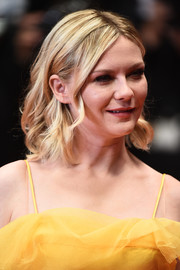 Kirsten Dunst looked pretty with her shoulder-length curls at the Cannes screening of 'The Neon Demon.'