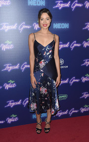 Aubrey Plaza complemented her dress with strappy blue heels by Jimmy Choo.