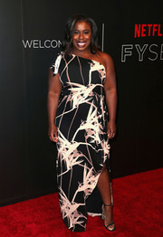 Uzo Aduba went for simple styling with a pair of black slim-strap heels.