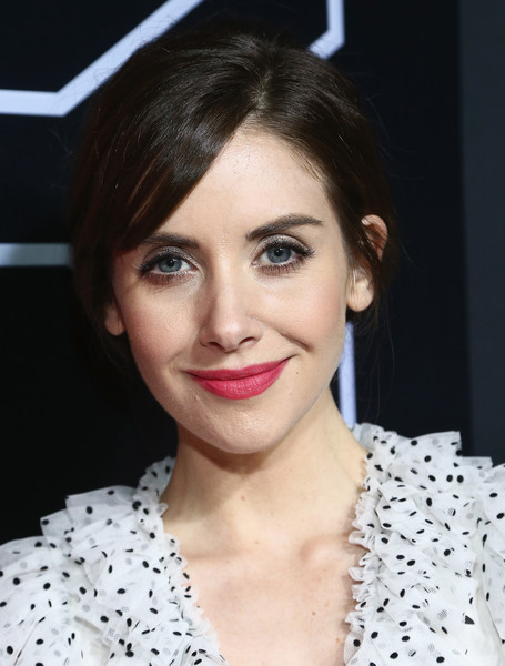 Alison Brie sported a simple loose bun at the Netflix FYSEE kickoff event.