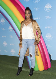 Kelly Rowland glammed up her casual look with a gold velvet coat.