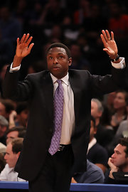 Avery Johnson sported a dotted tie in the color of royalty as he coached in the preseason game against the Knicks.