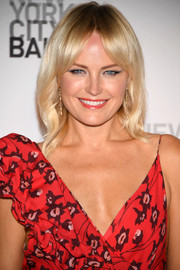 Malin Akerman sported a subtly wavy 'do with parted bangs at the New York City Ballet's 2017 Fall Fashion Gala.