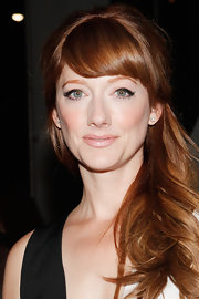 Judy Greer's retro style was echoed in her hair, lipstick choice and eye liner at the New York Film festival. With a sweep of the liner brush she created this fabulous 60s inspired look.