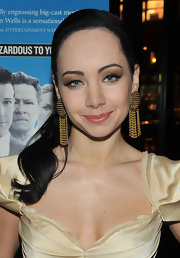 Ksenia Solo showed off chain embellished earrings while hitting 'The Company Men' premiere.