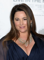 Keely Shaye Smith added a heavy dose of glamour to her outfit with this stunning diamond collar necklace.