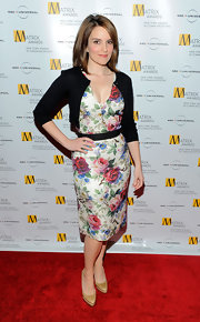 Tina Fey looked super chic in her floral print dress. The funny actress always looks super sophisticated.