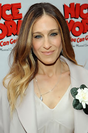 Sarah Jessica Parker attended the opening night of 'Nice Work If You Can Get It' wearing her long ombre locks in sleek subtle waves.