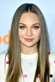 Maddie Ziegler sported heavy neutral eyeshadow at the 2017 Kids' Choice Awards.